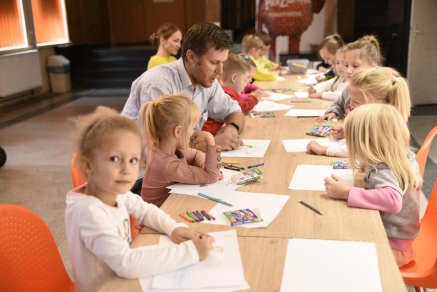 W świecie ołówka i kredek Kliknięcie w obrazek spowoduje wyświetlenie jego powiększenia